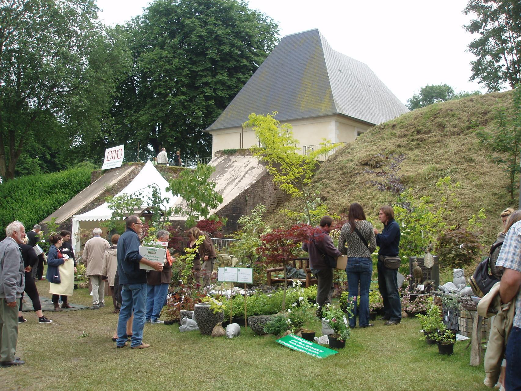 <a href='http://www.doullens-tourisme.com/visiter/jardins/'> Prennez du bon temps dans nos parcs et jardins</a>