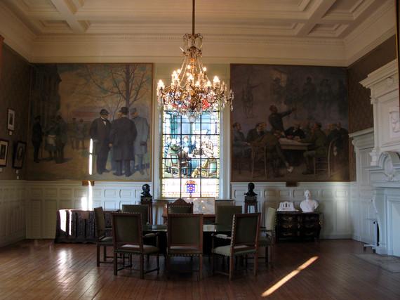 <a href='http://www.doullens-tourisme.com/visiter/citadelle-de-doullens/'> Salle du commandant</a>